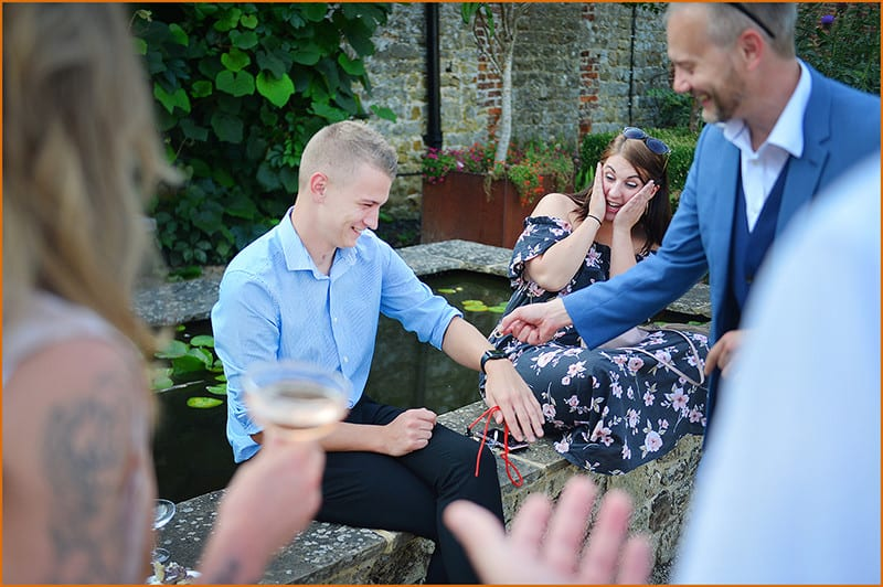 Bracknell Magician performs close-up magic to gasping couple.
